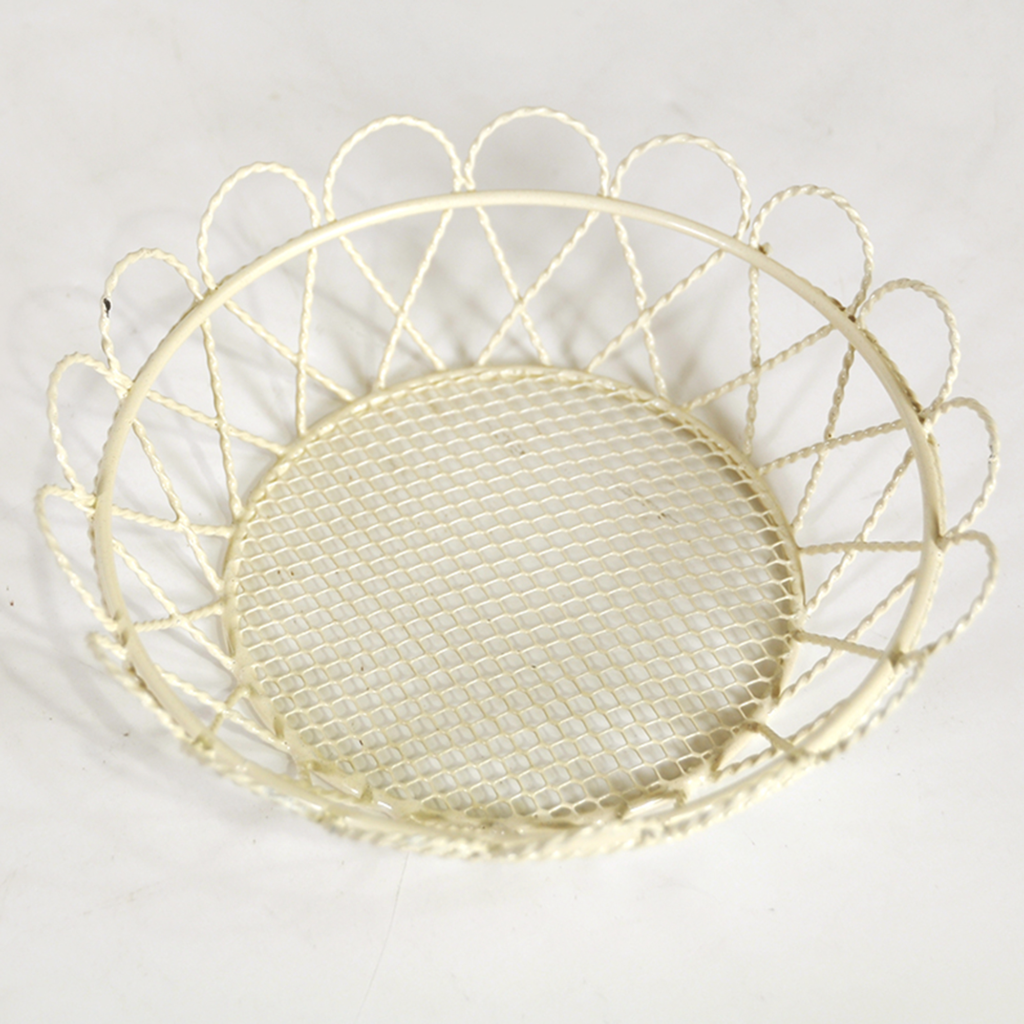 Stella Mini Round Tray with Scalloped Edge - Cream 5in